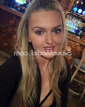 Aysha escort girl à Avallon