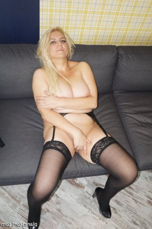 Maryama massage escorte trans