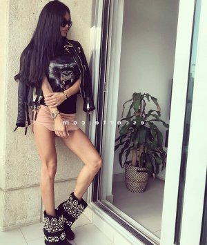 Pimprenelle ladyxena escorte girl